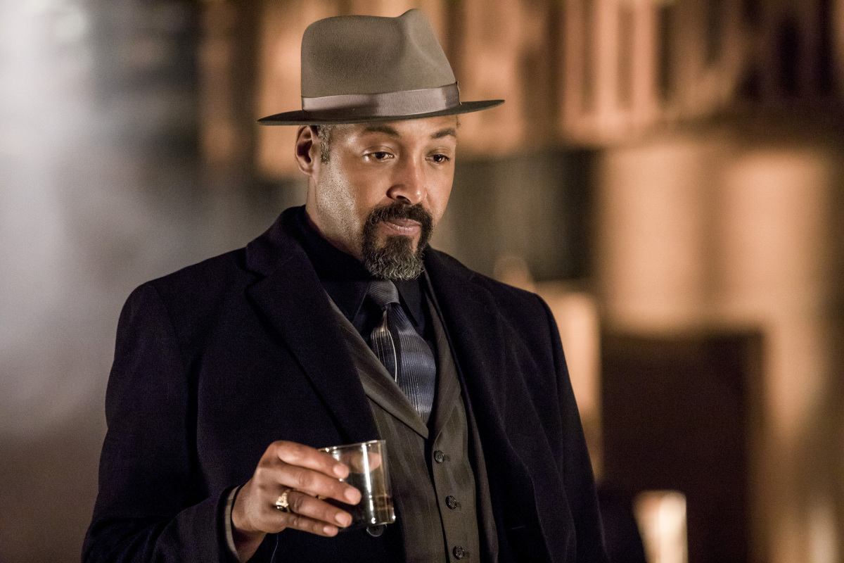 The Flash -- 'Duet' -- FLA317c_0080b.jpg -- Pictured: Jesse L. Martin as Detective Joe West -- Photo: Jack Rowand/The CW -- © 2017 The CW Network, LLC. All rights reserved.