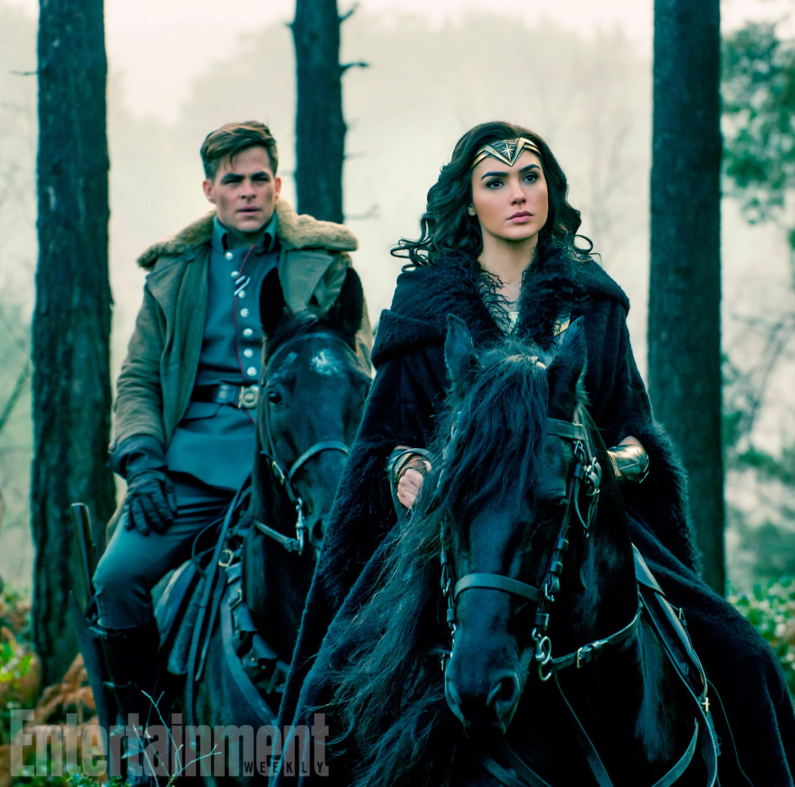 Chris Pine (Steve Trevor) és Gal Gadot (Diana Prince/Wonder Woman)