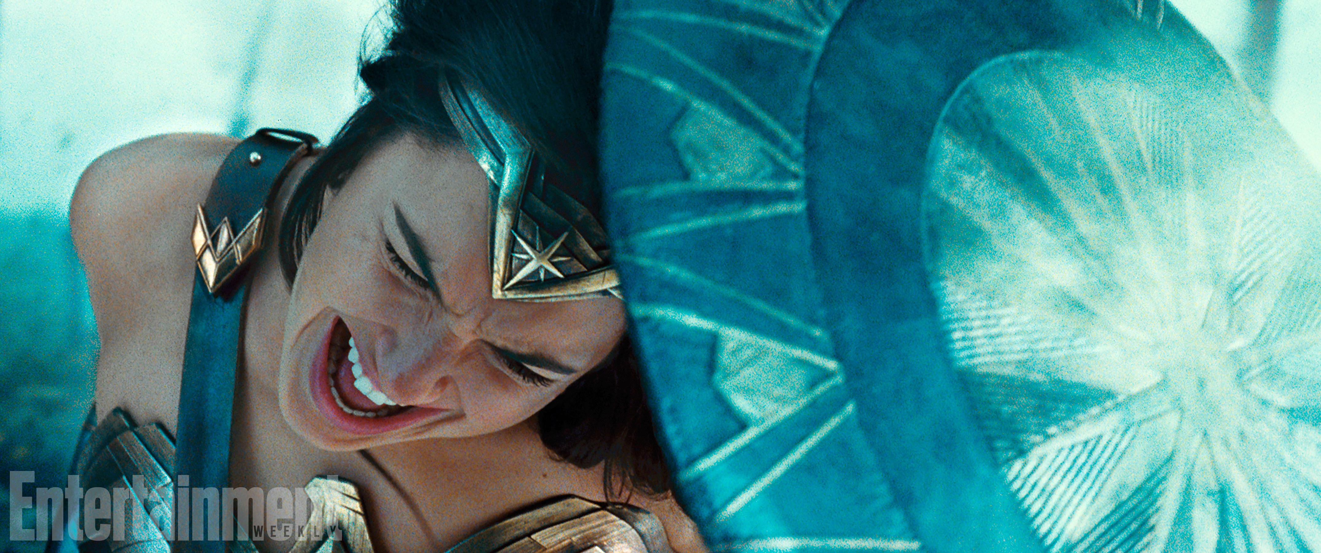 Gal Gadot (Diana Prince/Wonder Woman)