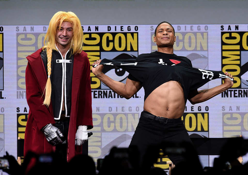 Ezra Miller és Ray Fisher (Justice League)<br /><br />Fisher pólócseréje.