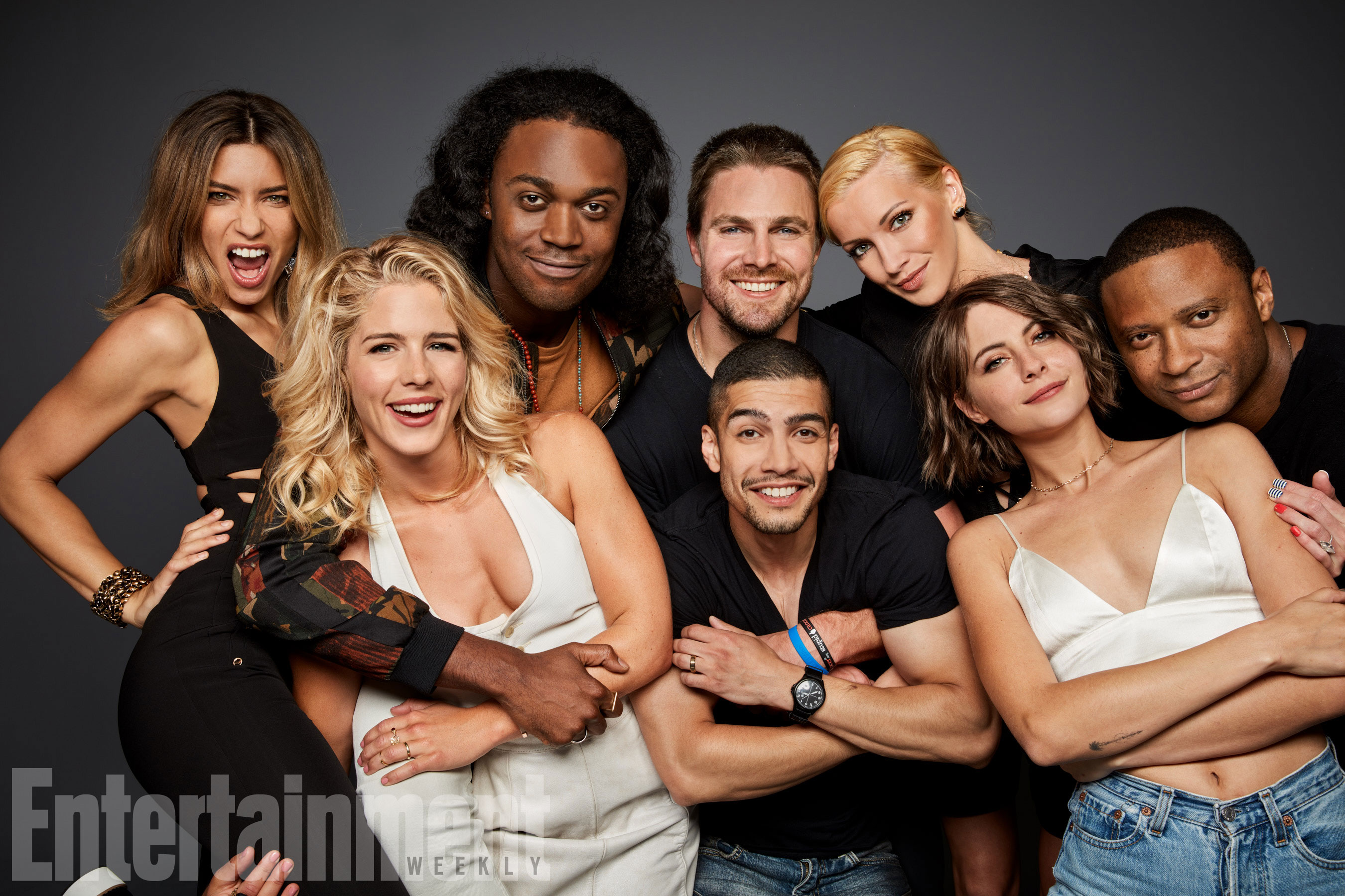 Juliana Harkavy, Emily Bett Rickards, Echo Kellum, Stephen Amell, Rick Gonzalez, Katie Cassidy, Willa Holland és David Ramsey (Arrow)