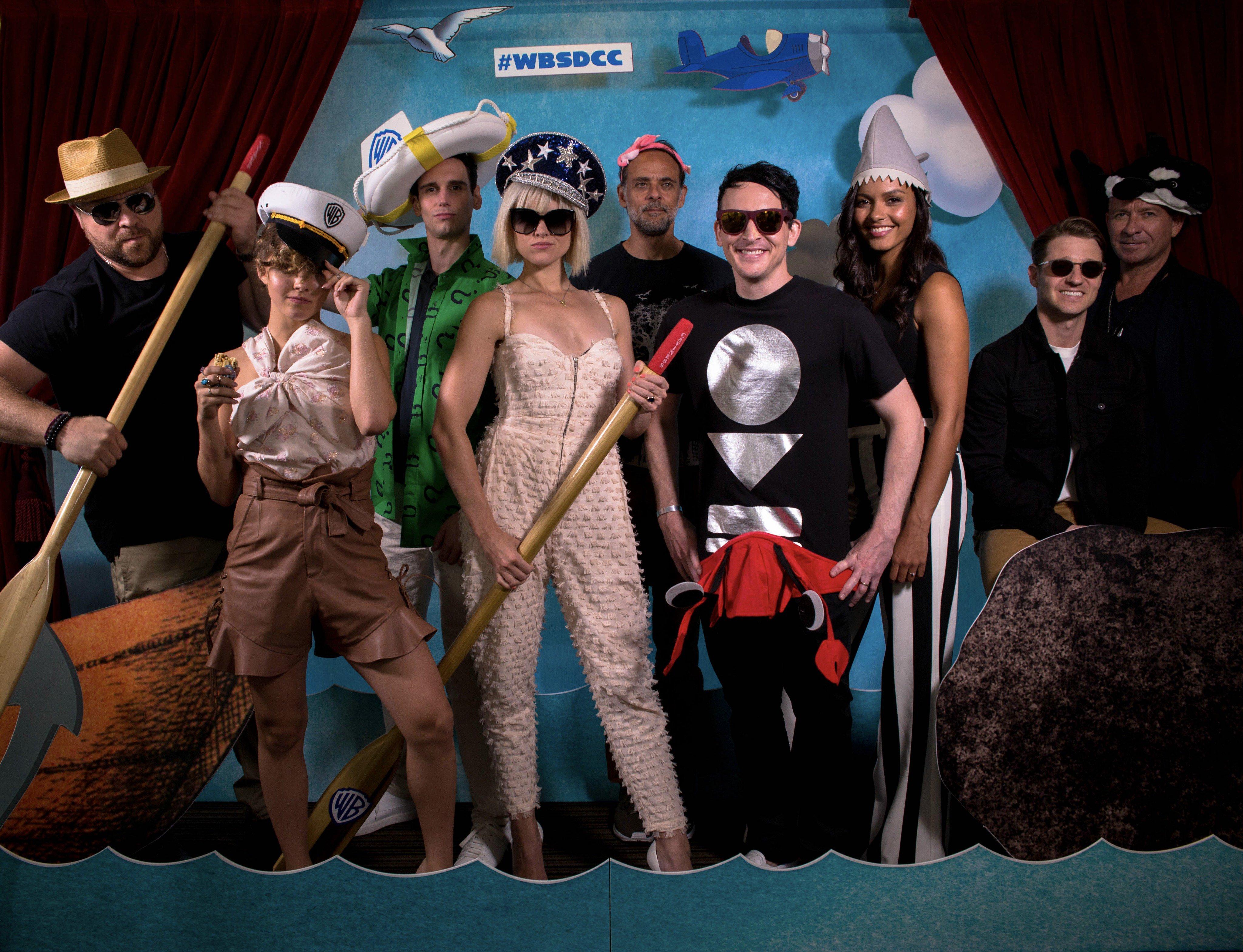 A GOTHAM stábja élményekre halászik a Warner Bros. jachtján a 2017-es Comic-Con szombatján, július 22-én.