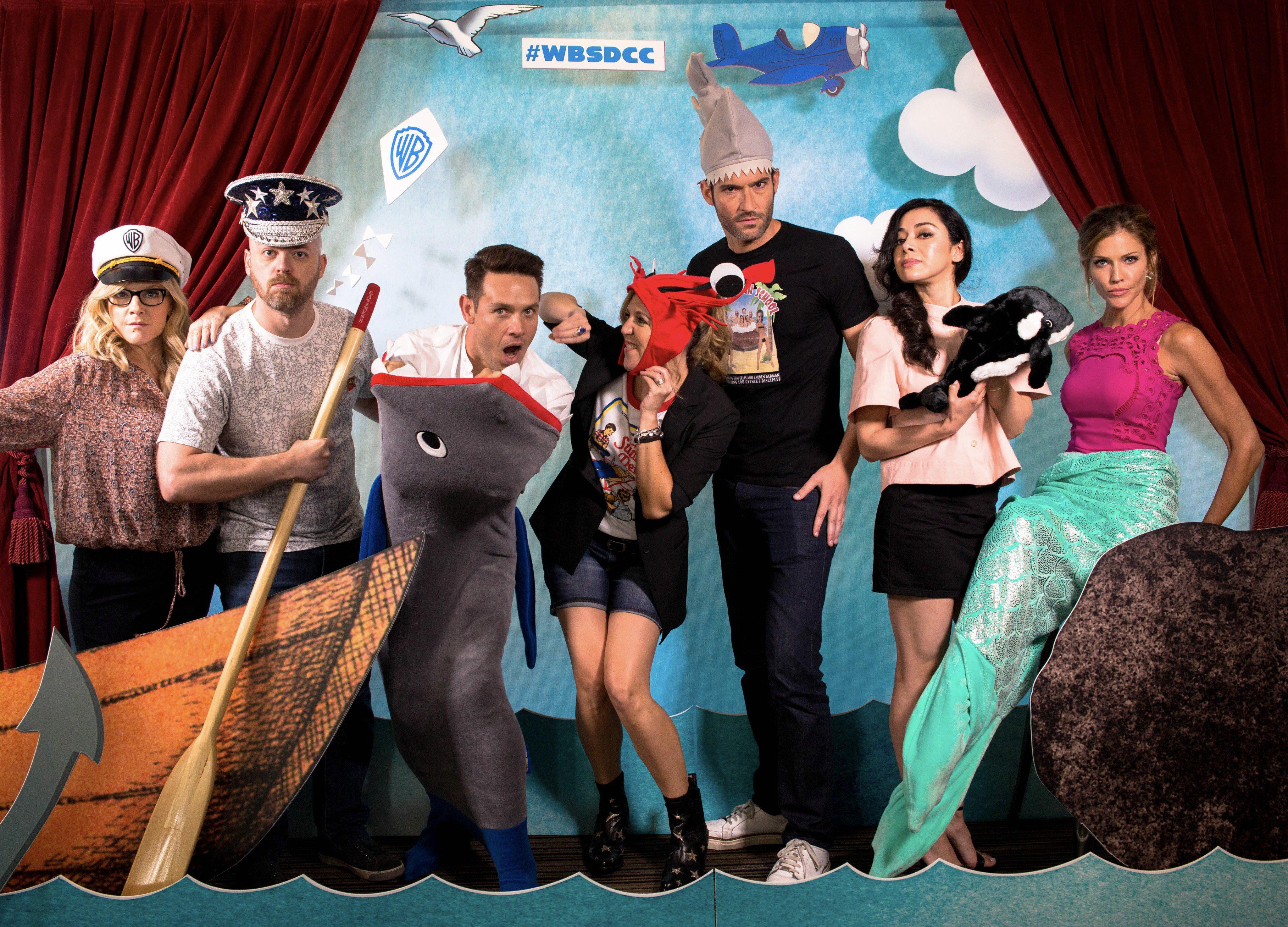 A LUCIFER sztárjai pokolian jól érezték magukat a Warner Bros. jachtján a 2017-es Comic-Con szombatján, július 22-én.