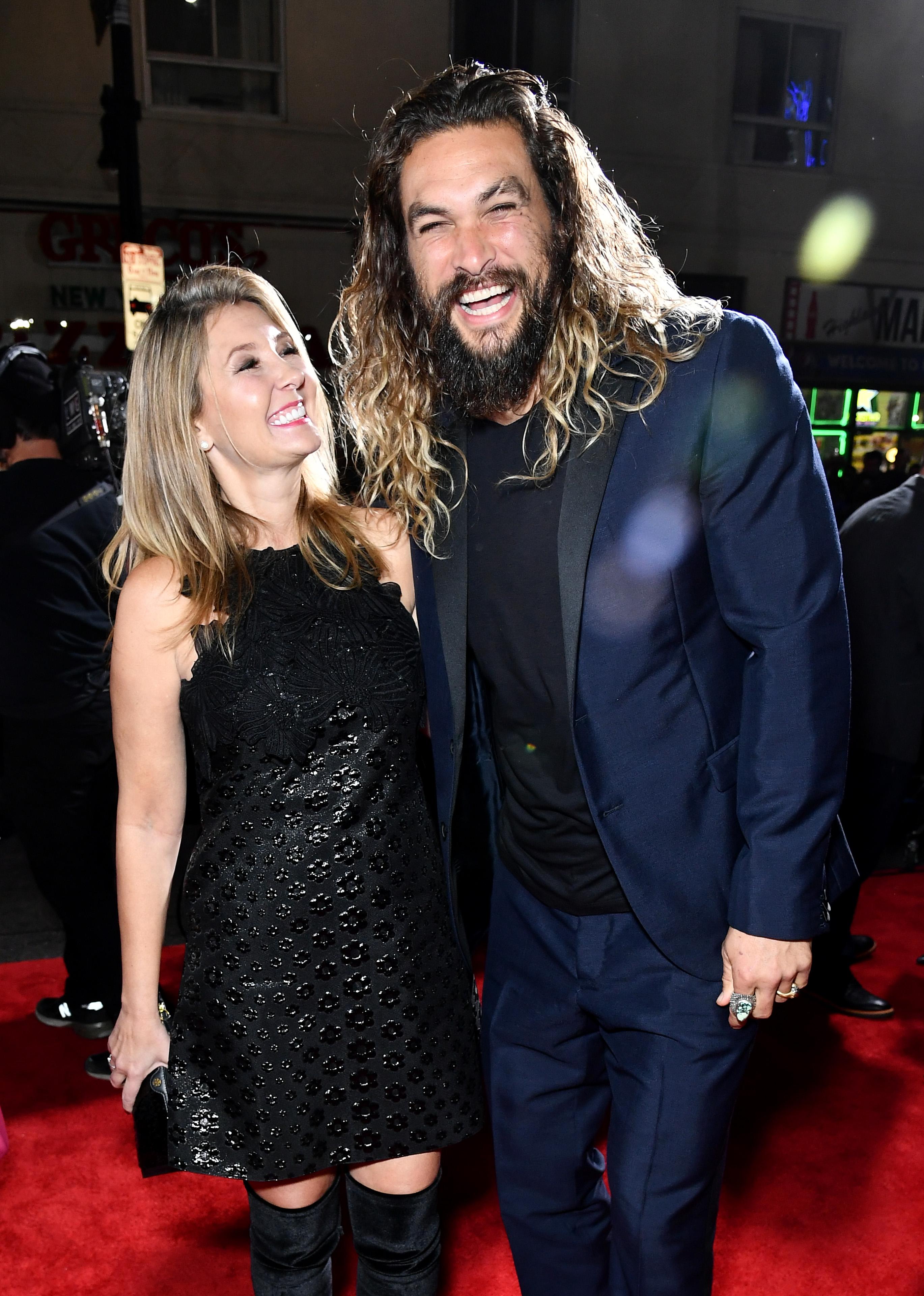 Deborah Snyder és Jason Momoa