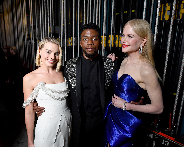 A Bűn Bohóc Hercegnője (Margot Robbie), Wakanda királya (Chadwick Boseman) és Atlantisz királynője (Nicole Kidman) az univerzumok közötti békét igyekszik képviselni