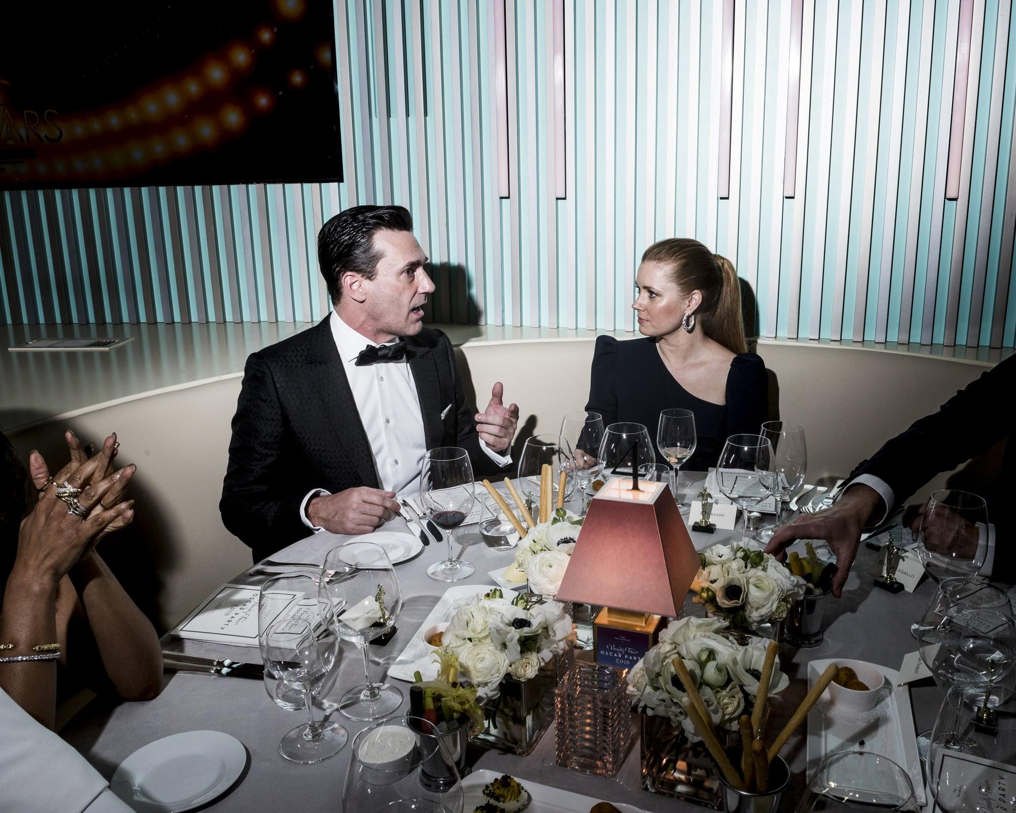 Lois Lane (Amy Adams), Pulitzer-díjas újságíró egy jó sztori reményében látogatott el az Oscarra, és bele is botlott a rajongók kedvenc Batman-jelöltjébe, Jon Hammbe