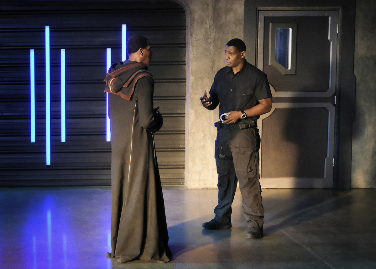 Supergirl -- 'In Search of Lost Time' -- Image Number: SPG315a_0018.jpg -- Pictured (L-R): Carl Lumbly as Myr'nn J'onzz and David Harewood as Hank/J'onn -- Photo: Robert Falconer/The CW -- © 2018 The CW Network, LLC. All Rights Reserved.