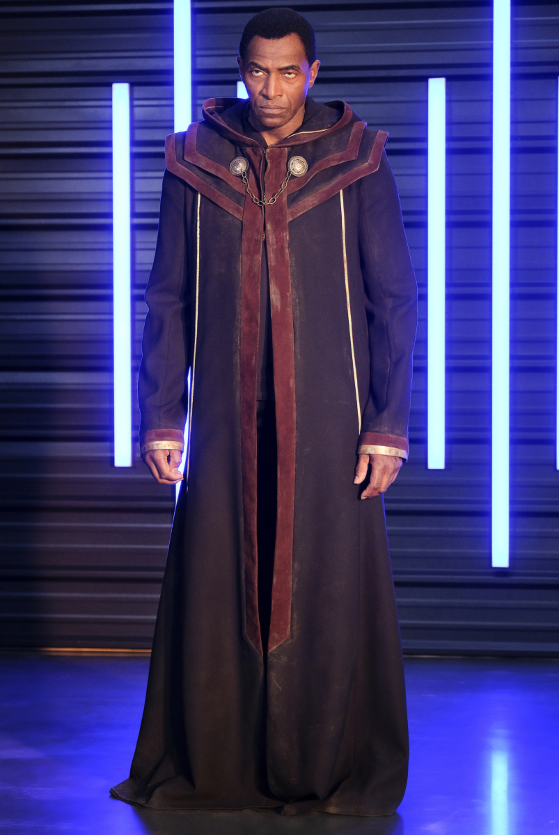 Supergirl -- 'In Search of Lost Time' -- Image Number: SPG315a_0168.jpg -- Pictured: Carl Lumbly as Myr'nn J'onzz -- Photo: Robert Falconer/The CW -- © 2018 The CW Network, LLC. All Rights Reserved.
