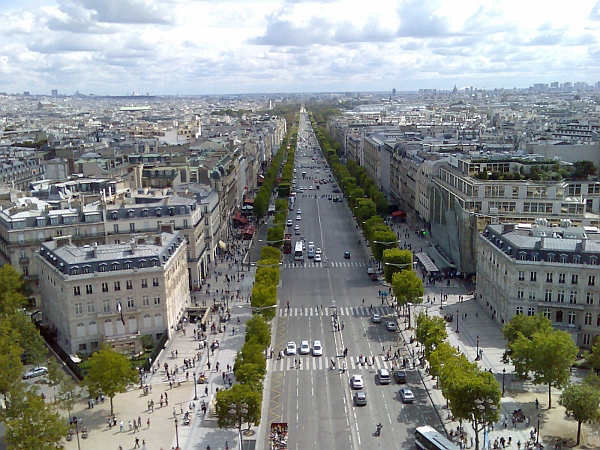 Champs_Elysees,_Paris.jpg