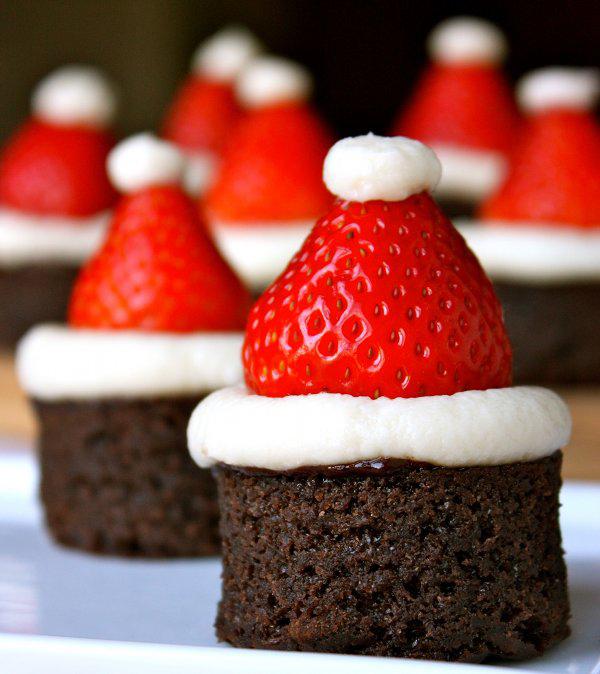 santa-hat-christmas-brownies-1_1386325886.jpg_600x674