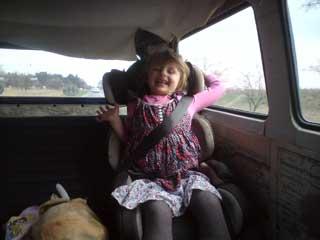 Gyerek hátul az ülésben