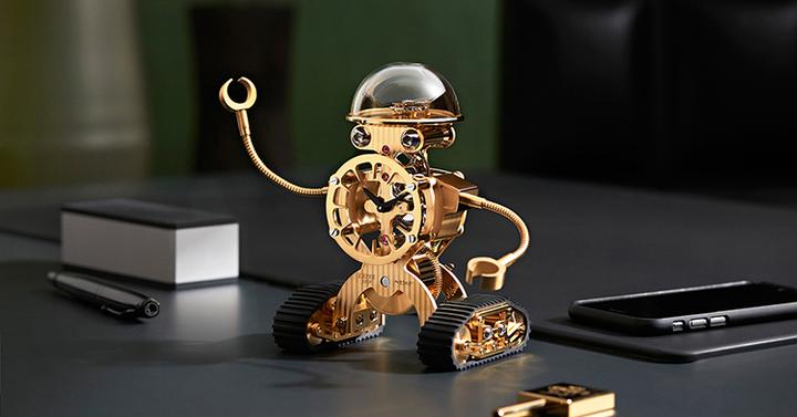 Robotóra az íróasztalra