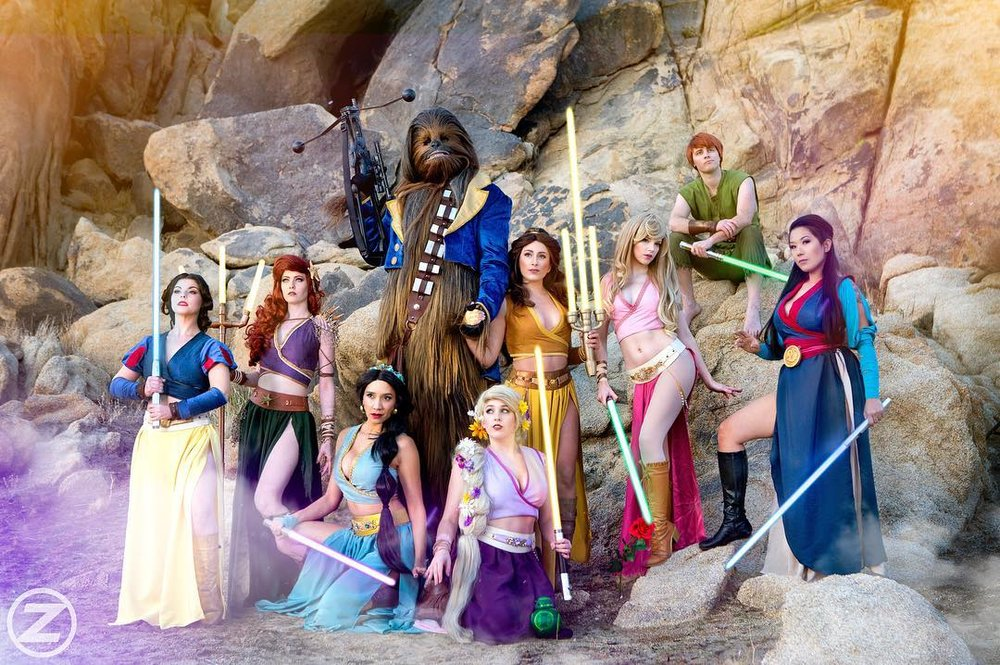 disney-character-star-wars-mashup-cosplayers-gather-together-for-a-photo.jpg