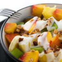 Joghurtos gyümölcssaláta és görög saláta