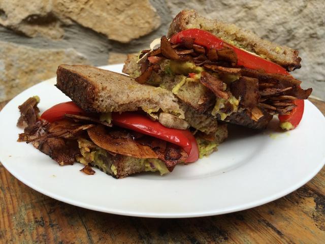 Coconut bacon szendvics
