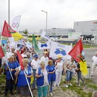 Gödörben: 300 ember és a szakszervezetek