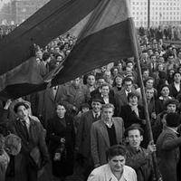 1956 – balszemmel. A nyugati baloldal 1956 képeiről
