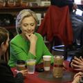 Egyesült Államok: Korrupció és hivatali visszaélés árnya lengi be Hillary Clinton kampányát