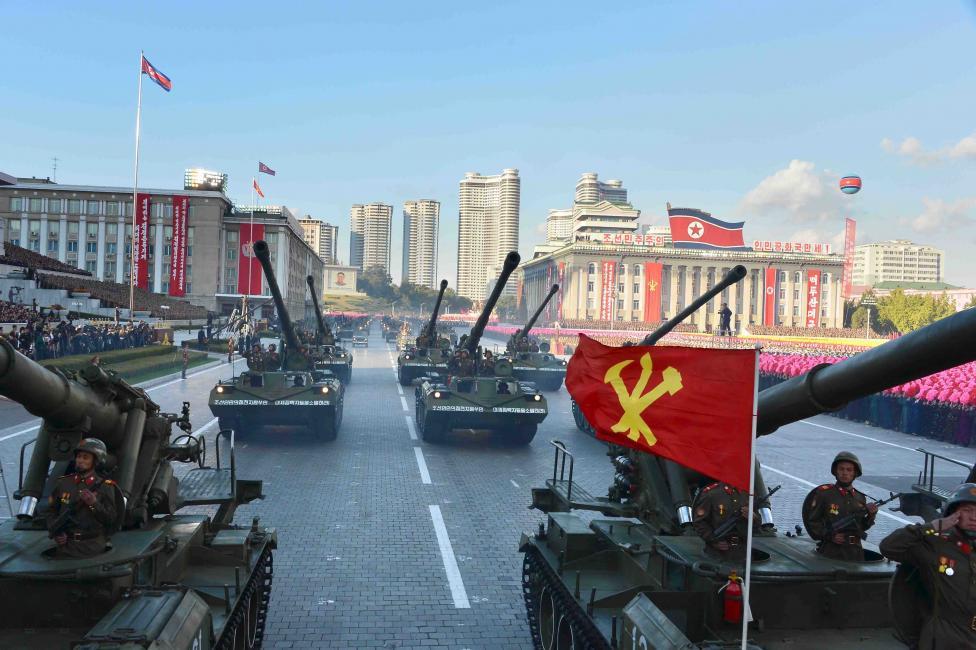 Katonai felvonulást rendeztek Phenjan-ban az észak-koreai Munkáspárt megalakulásának 70. évfordulója alkalmából. (f.: Reuters)