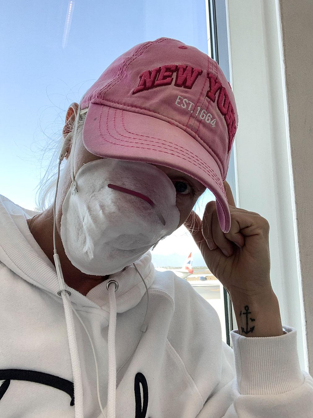 hu-vegvari-eszter-airport-mask.jpg