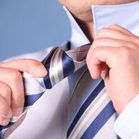 Lehet-e nyakkendő nélkül tárgyalni?