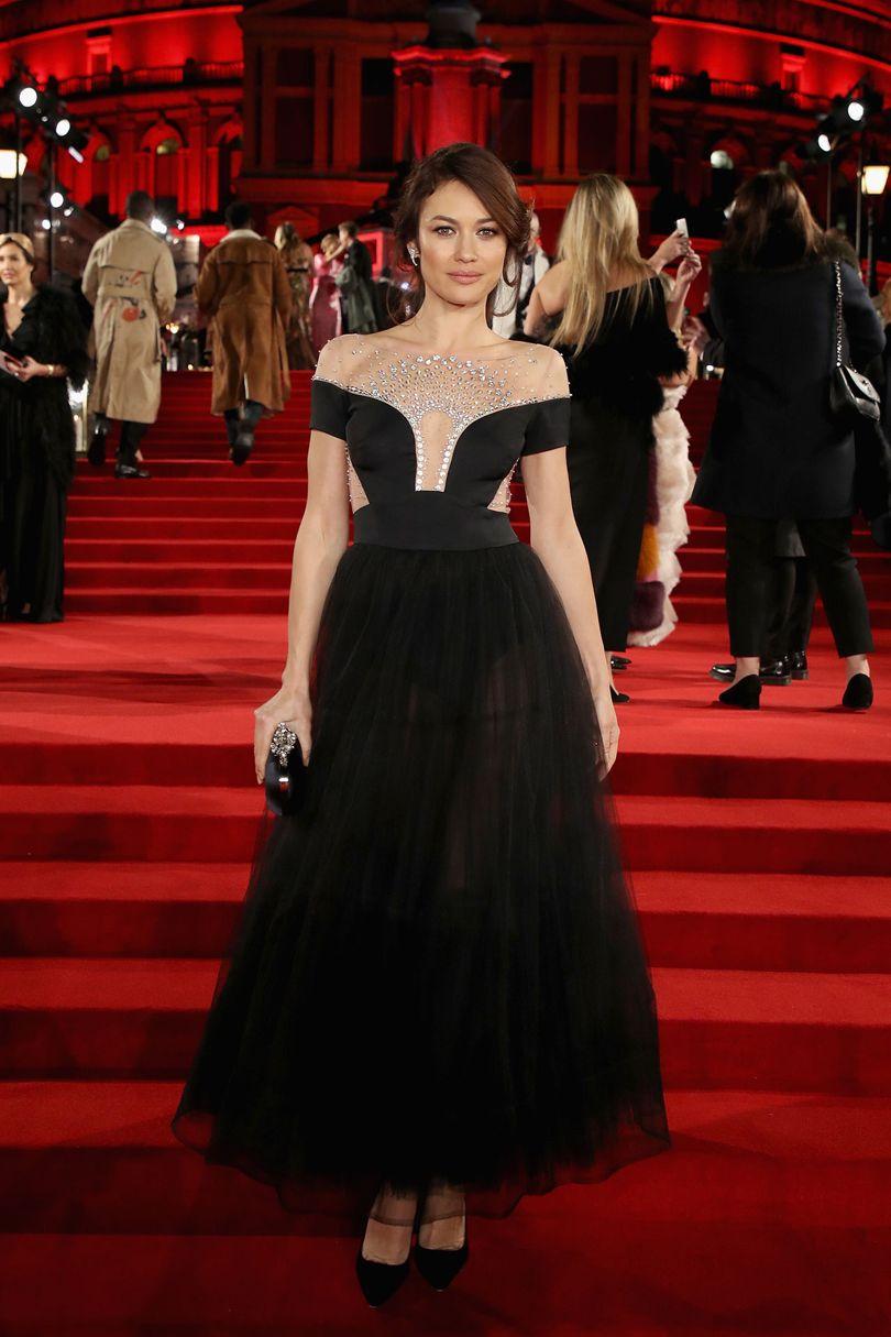 Olga Kurylenko  Temperley London ruhakölteményben, forrás: Vogue UK