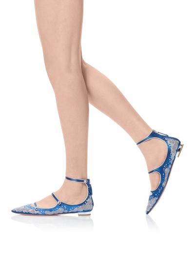 Claudia Schiffer for Aquazzura. A kollekció még megvásárolható! Forrás: Aquazzura.com