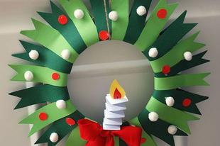 Karácsonyi ajtódísz a gyerekszobára