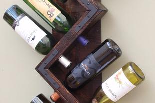 Különleges bortartó a konyhába