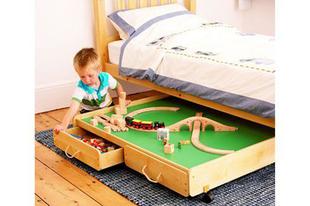 Játéktartó kihúzható ágyneműtartóból
