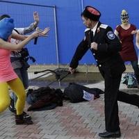 Brutálisan megverték a Pussy Riot tagjait Szocsiban