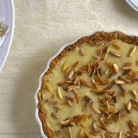 DRKONYHART: BANÁNNAL RAKOTT KRÉMES ZABPITE (Creamy oat tart with banana filling)