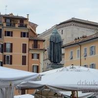 PIACOZZUNK - 1 KIS OLASZ: BÉKÉS PIAC KEGYETLEN TÖRTÉNELEMMEL RÓMÁBAN (Campo De' Fiori in Rome)