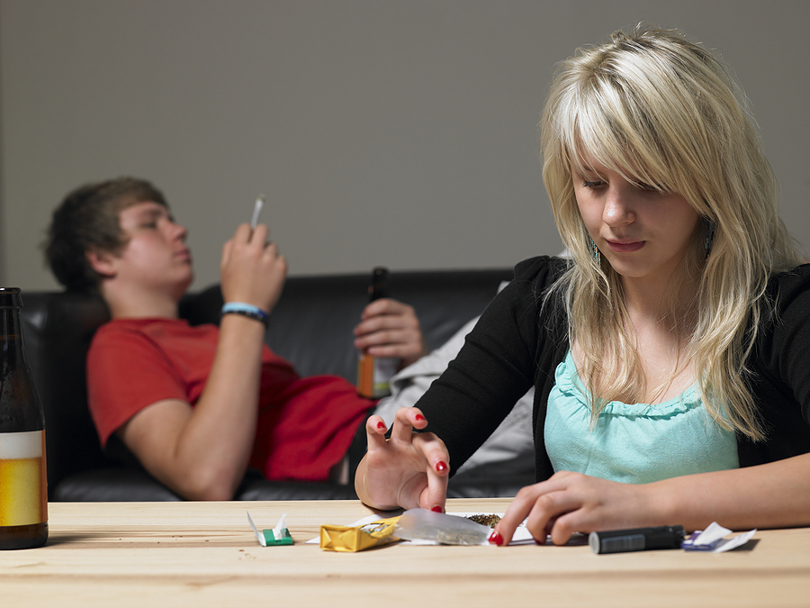 bigstock-teenage-couple-taking-drugs-at-13909049.jpg