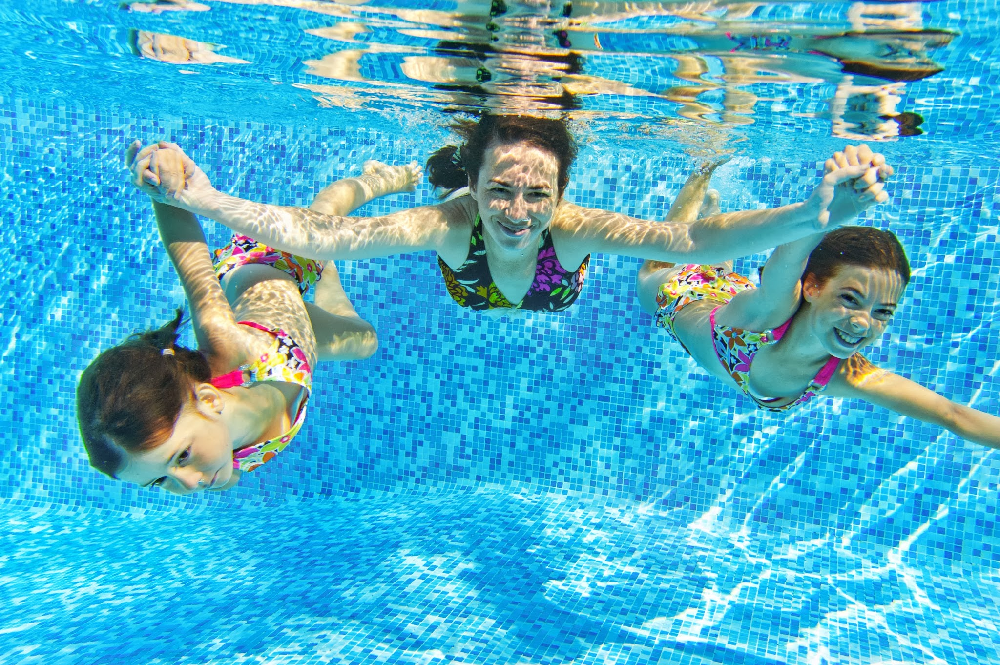 piscina_mae_filhas.jpg