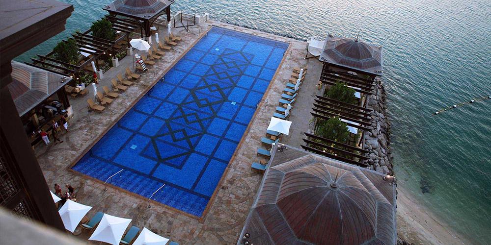 shangri-la-hotel-pool.jpg