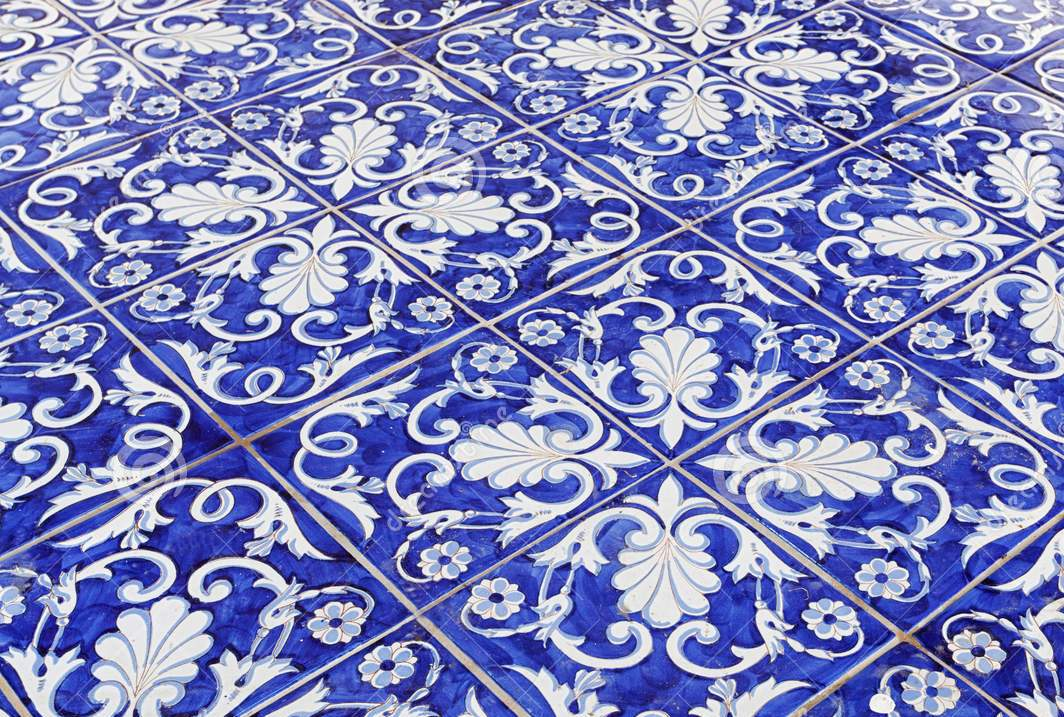 tile-texture-background-blue-majolica-94407298.jpg
