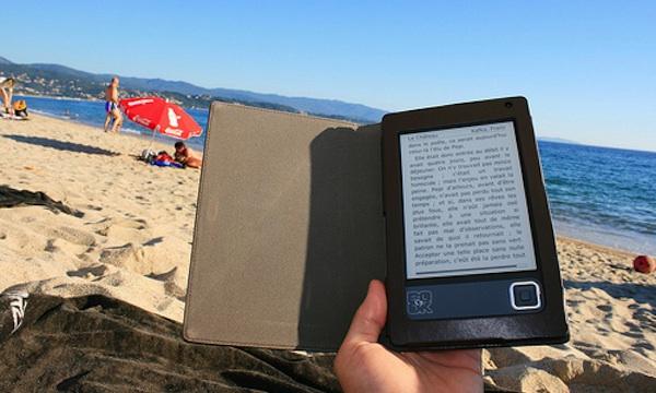 ereader-beach.jpg