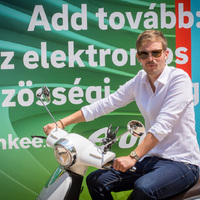 Add tovább: itt az elektromos közösségi robogó! – blinkee.city az E.ON energiájával