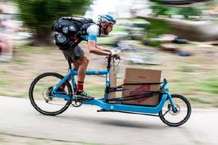 Zöld csomagszállítás kerékpárral