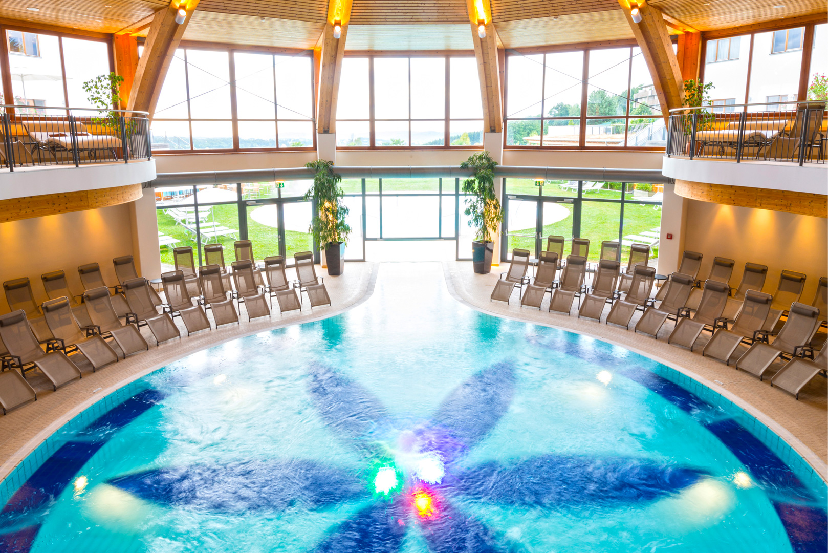 therme-innen-pool-larimar-_-hotel-larimar_-bernhard-bergmann.jpg