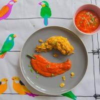 Ropogós cornflakes-bundás csirkeszárny kajszis paprikás mártogatóssal