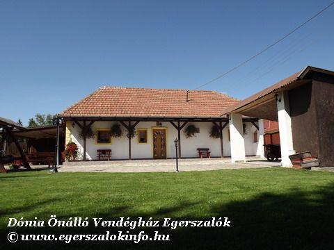 Egerszalók, Dónia önálló vendégház - udvar