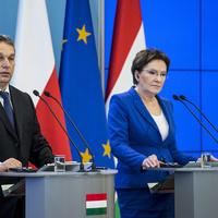 Varsóban bukott meg a magyar hintapolitka