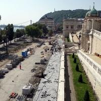 Jó ütemeben halad a Lánchíd utca felújítása
