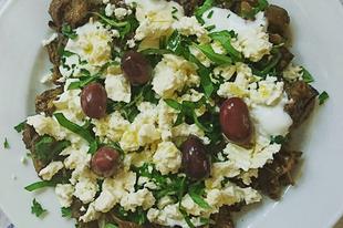 Work-lunch: eggplant with fetacheese, yoghurt and olive oil / Munkaebéd: padlizsán fetával, joghurttal és olivaolajjal #eggplant #salad #fetacheese #feta #yoghurt #joghurt #oliveoil #extravirginoliveoil #worklunch #vegalove #ilovesalad #foodstagram #mutimiteszel #hidegensajtoltolajok #egeszsegesmindennapok #coldpressedoils #healthychoice #healthyeating