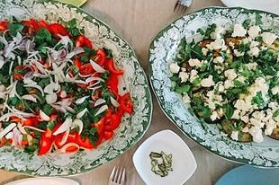 Reggeli hőségben / Breakfast when it's real hot #grilledeggplant #fetacheese #basil #oliveoil #tomato #parsley #onion #grapoila #healthyeating #healthybreakfast #egeszsegesmindennapok #healthychoice #brekafastwithfamily
