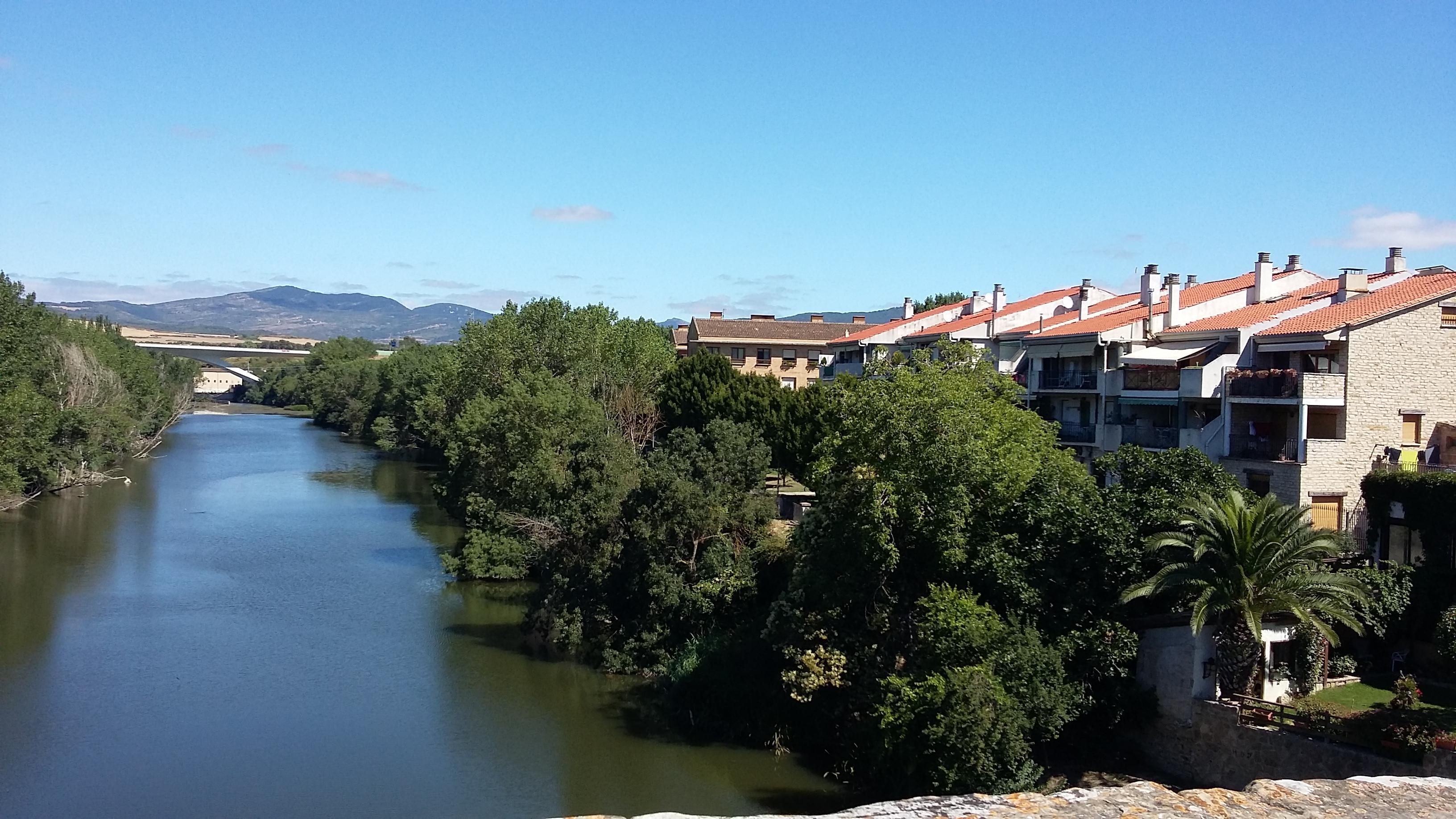 Puente la Reina. Kilátás a hídról.