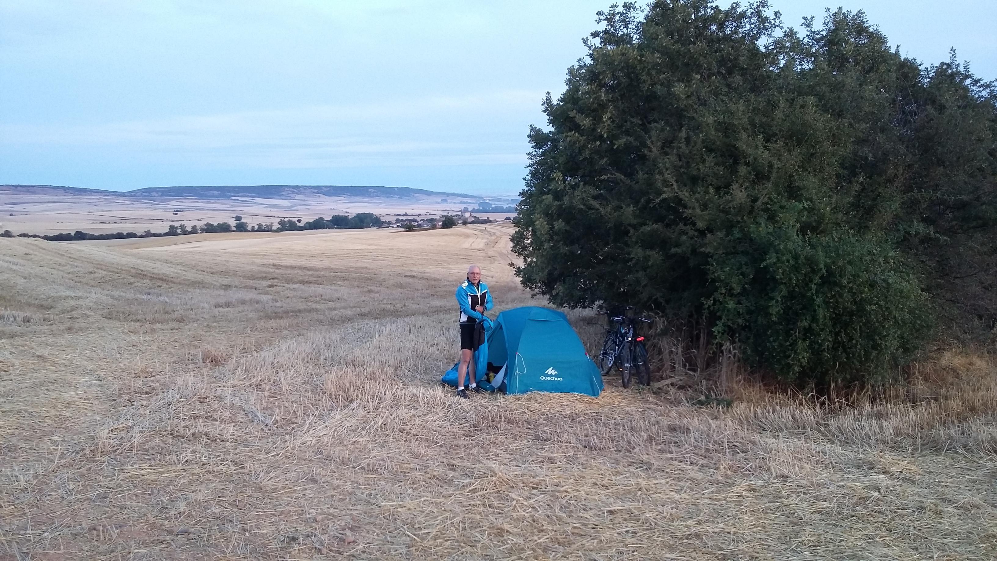 Ages előtt (Burgostól kb 25 km-re) ötödik éjszaka egy búzamezőn.