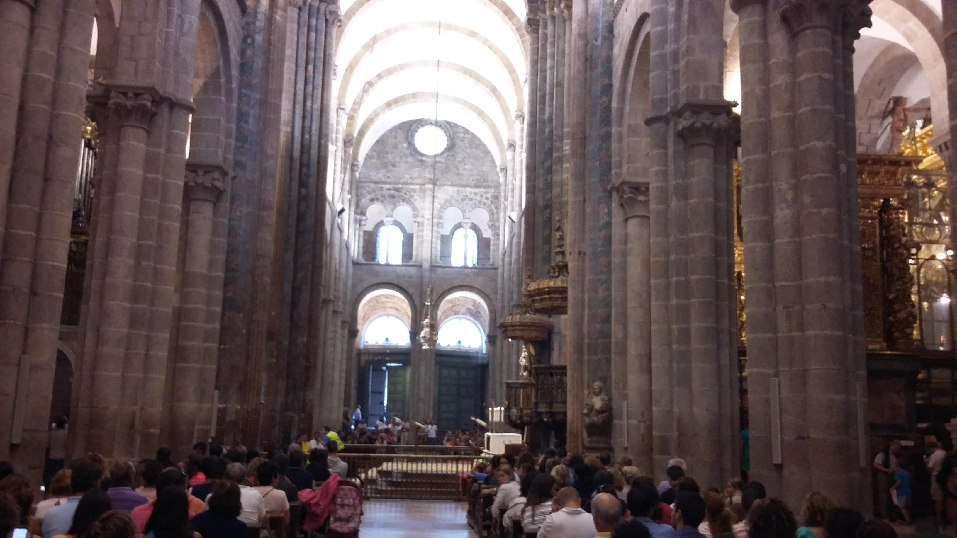 Santiago de Compostela. A szent Jakab katedrális. Az óriás füstölővel.